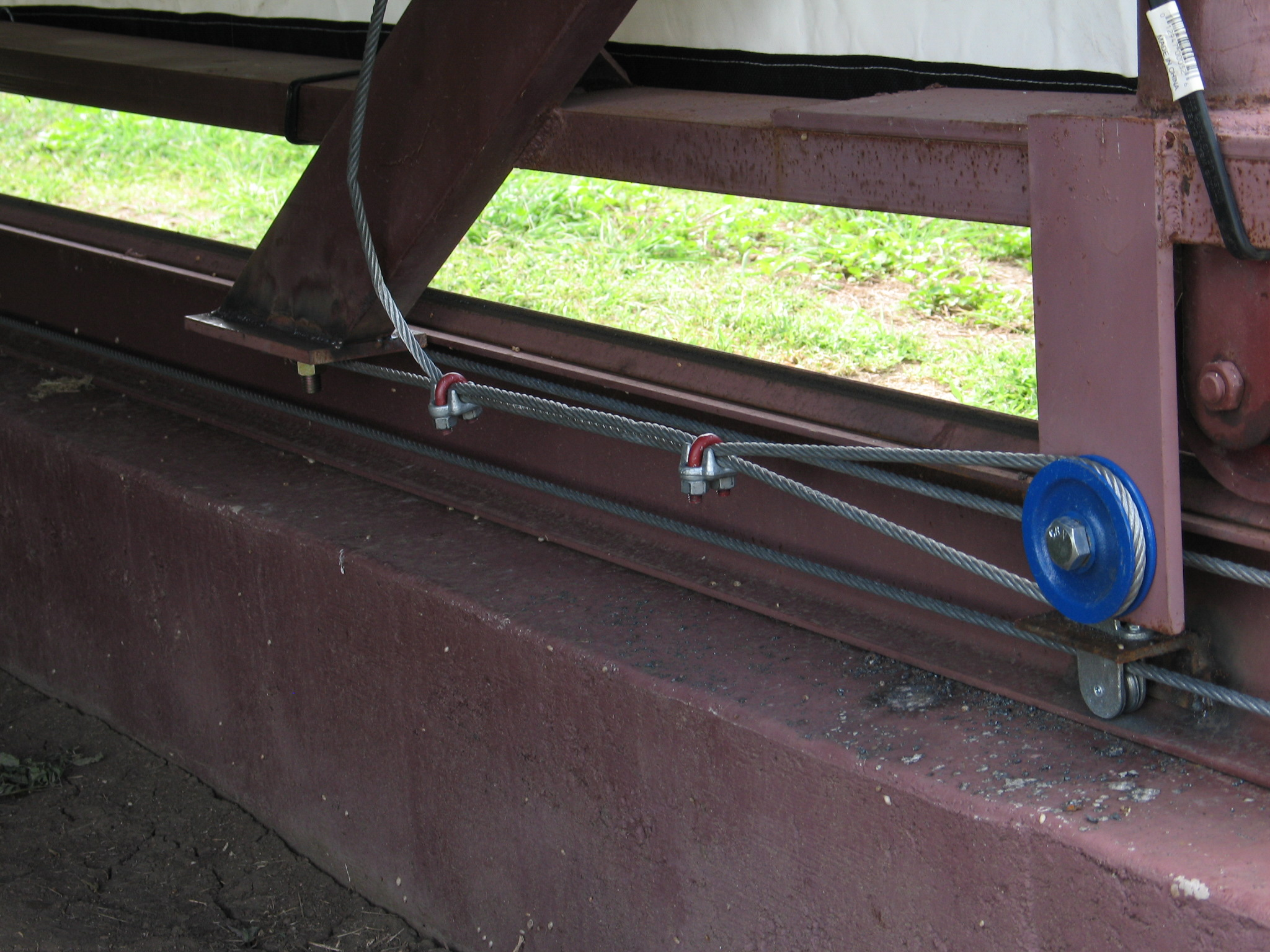 This slideshow presents the rainout shelter's components, such as the rail and wheels, structure, cables, and rain meter.